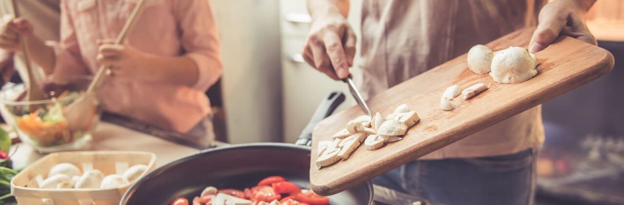 Photo de famille cuisinant