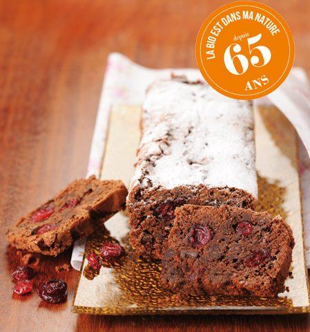 Cake d'anniversaire au chocolat et cranberries