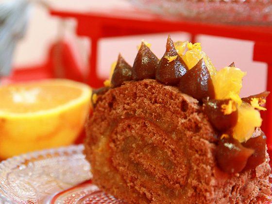 La bûche de Noël : Génoise au chocolat, crème de marron et oranges fraîches