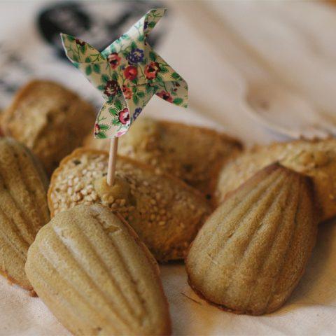 Madeleines au thé vert et graines de sésame