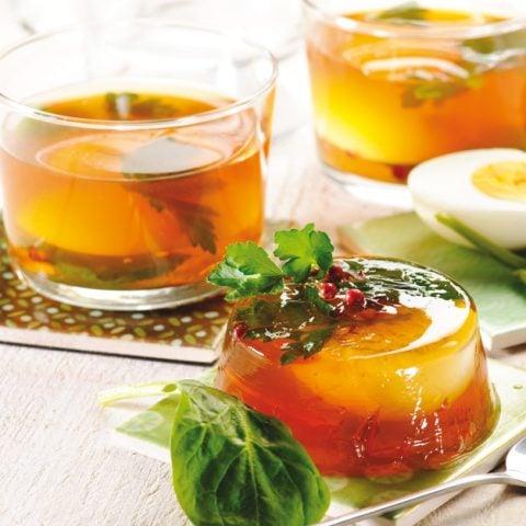 Oeufs en gelée de thé rouge
