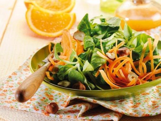 Salade de mache, carottes et noisettes