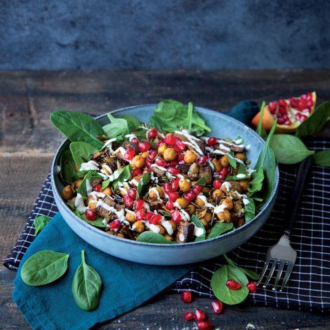 Salade de riz sauvage pois chiches et aubergine rôtie au thym séché et graines de sésame