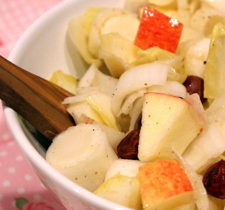 Salade d'endives à l'huile de noisette grillée
