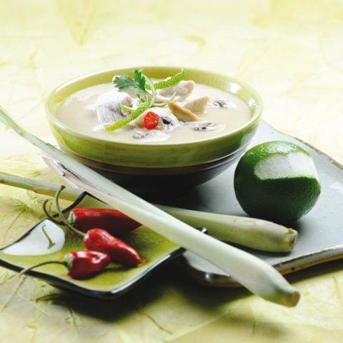 Soupe de poulet à la citronnelle et au lait de coco