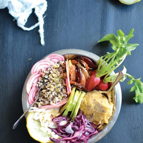 Bouddha bowl de crudités, quinoa et lentilles