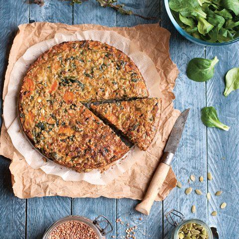 Grande galette-repas de kasha aux légumes et comté