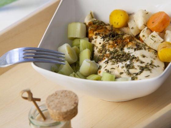 Papillotes de poulet aux petits légumes et crème de coco au paprika