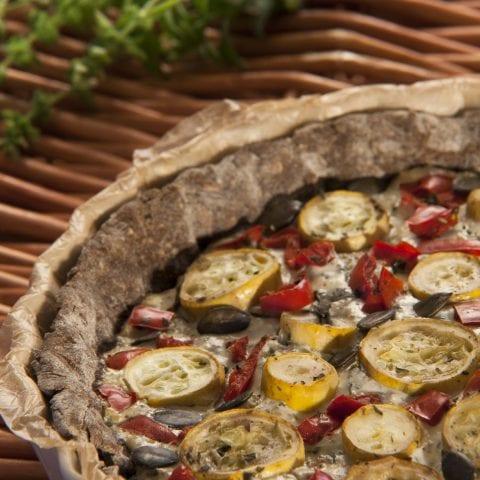Tarte bicolore poivron-courgette et crème au basilic