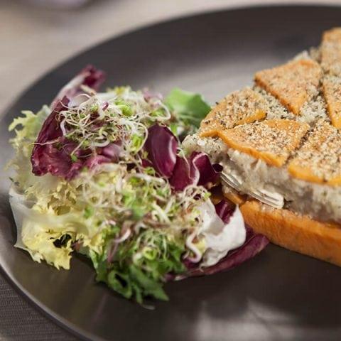 Crumble de racines d'hiver au quinoa et noisettes
