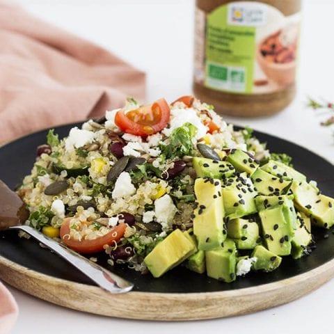 Salade de quinoa, haricots noirs et kale