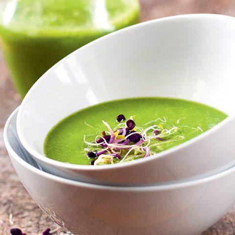 """Soupe """"détox"""" aux légumes crus"""