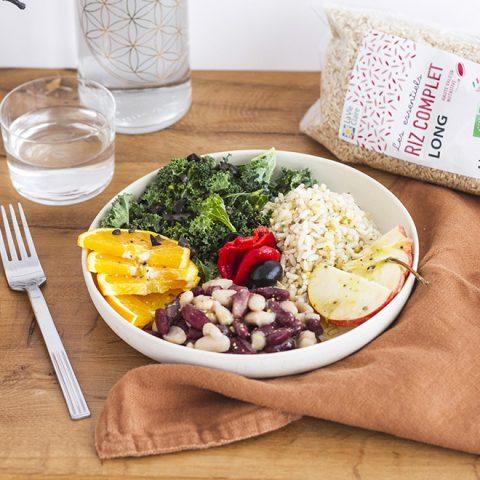 Bowl froid demi-saison de haricots, kale et riz complet