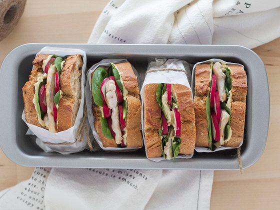 Sandwich au blanc de poulet et à la ''tofunaise''