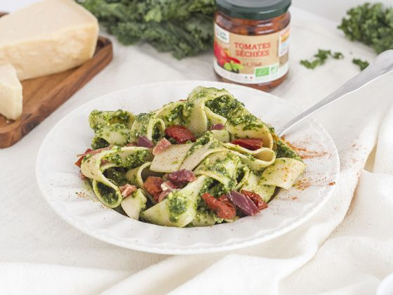 Tagliatelles au pesto de kale et jambon serrano