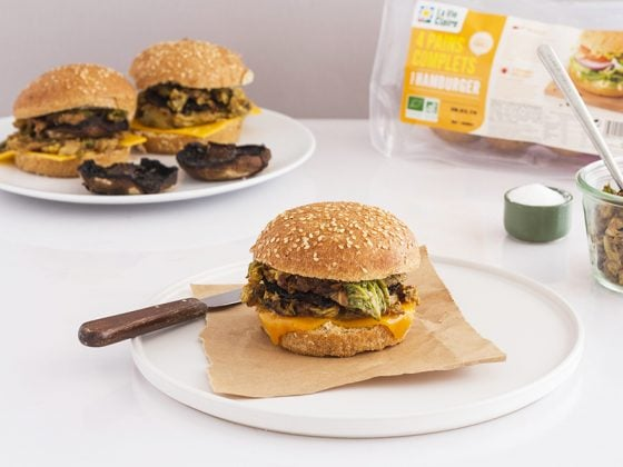 Burger au champignon portobello farci au chou, cumin et tahini