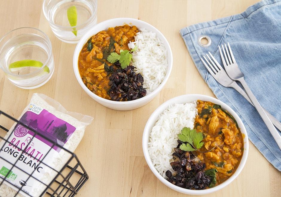 Poulet curry au lentilles corail, lait de coco et chutney d'oignons