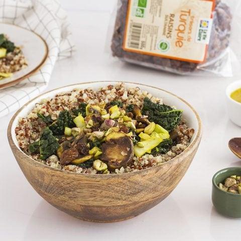 Wok de quinoa, choux et raisins