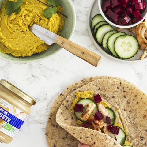 Wrap au poulet et son houmous curry/beurre de cacahuète