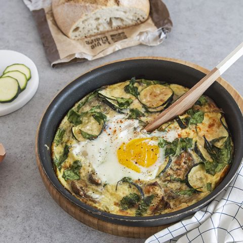 Omelette veggie courgette, basilic, feta au four