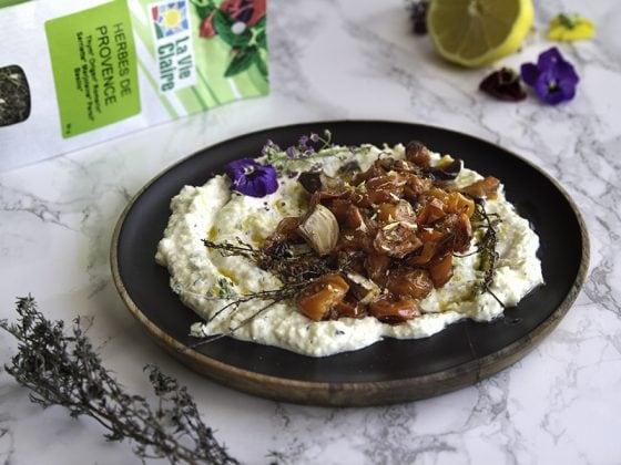 Salade de tomates grillées et yaourt végétal