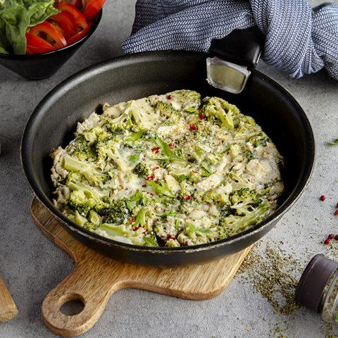 Omelette au brocoli, fromage de chèvre et herbes de Provence