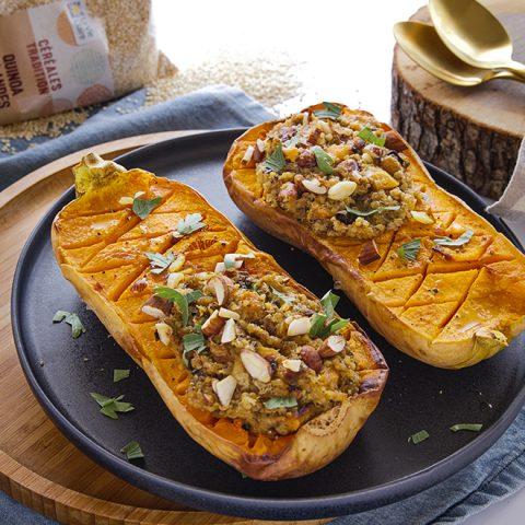 Courge butternut rôties au four et farce au quinoa, amandes et parmesan