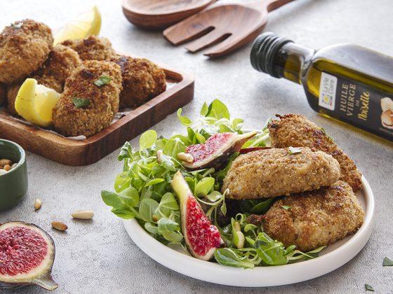 Croquants au St Marcellin, salade de mâche à l'huile de noisette et pignon de pin grillés