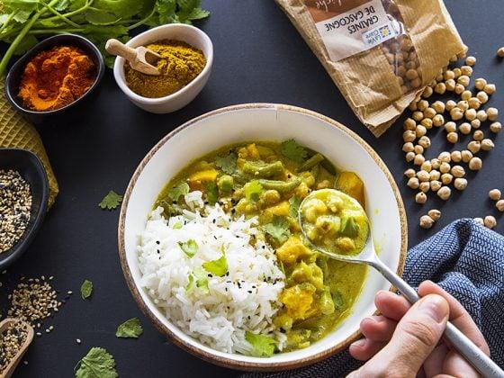 Curry de chou-fleur, pois chiche et patate douce