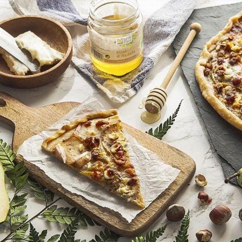 Pizza au gorgonzola, poires et miel d'acacia