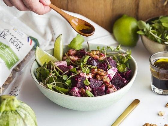Salade minute betterave, feta, ciboulette et cerneaux de noix