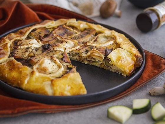 Tarte au fromage de chèvre, pommes et champignons