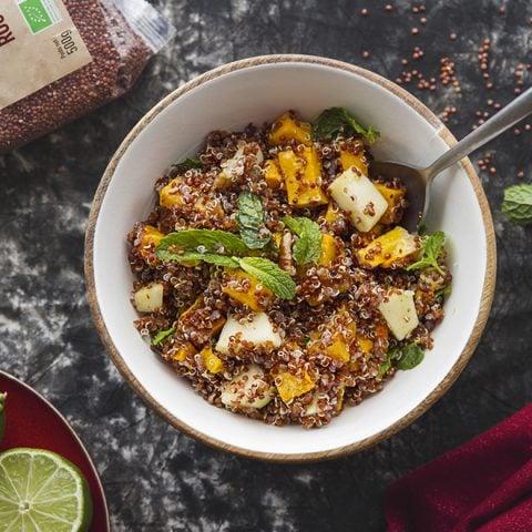 Salade de quinoa rouge à la courge rôtie