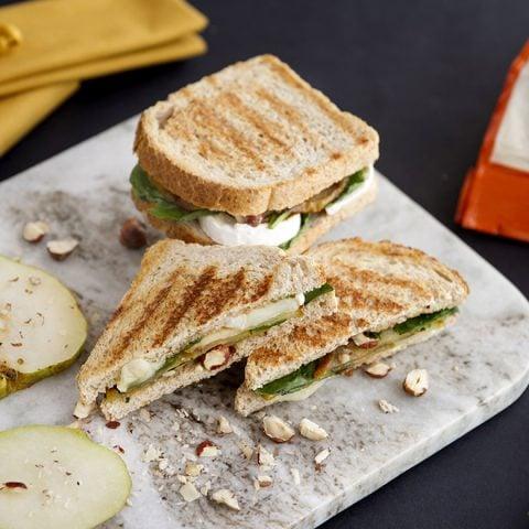 Sandwich façon panini au brie et aux poires
