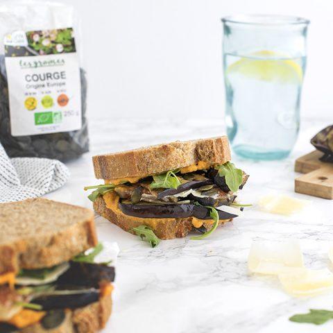 Sandwich aux légumes, figues et graines de courge