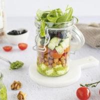 Salade de tomates cerises, mozzarella et pesto de roquette