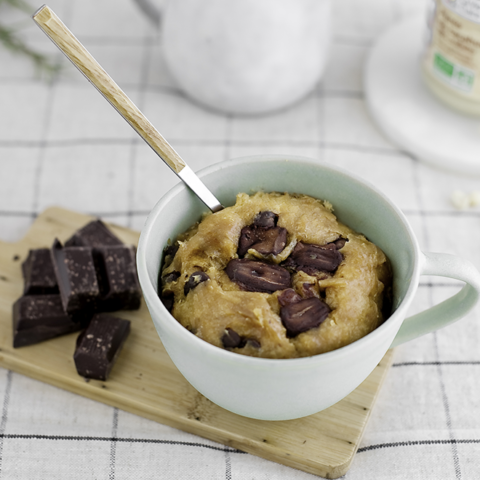 Mug cake au chocolat et cacahuètes