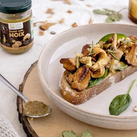 Bruschetta aux champignons et sa sauce aux noix