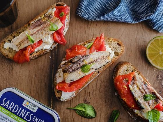 Bruschetta aux sardines, poivrons grillés et crème de mascarpone