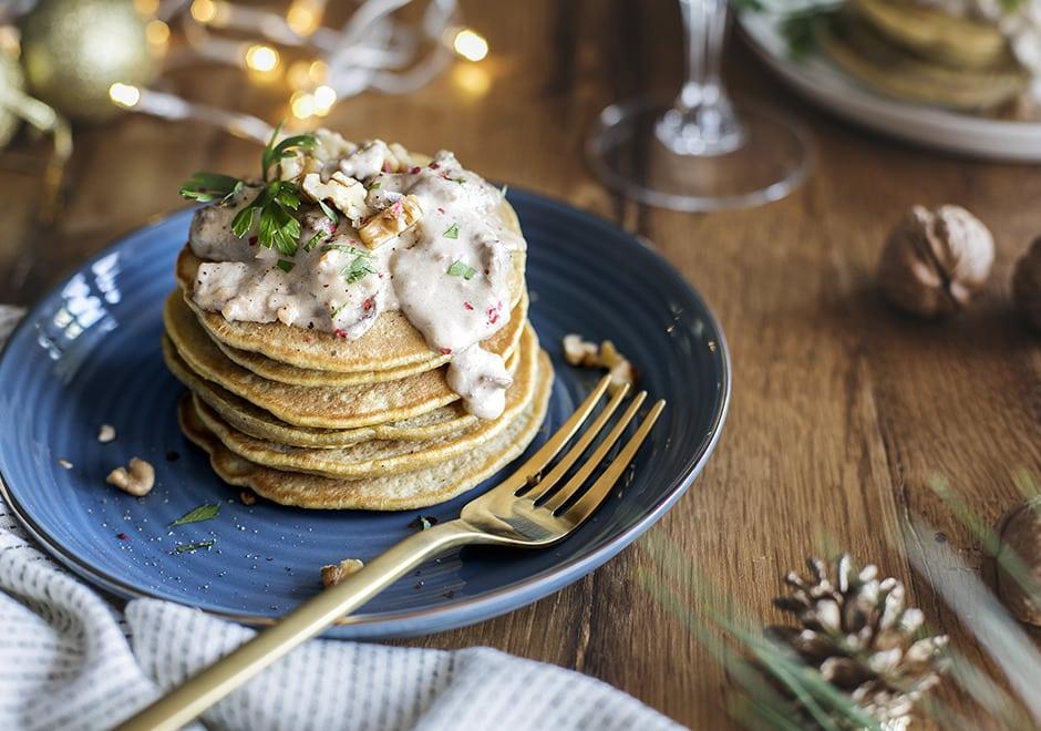 Pancakes sucrés et salés au butternut, pleurotes et sauce aux noix