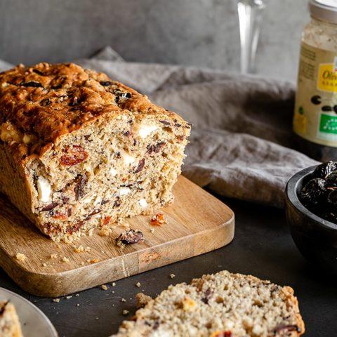 Cake aux tomates séchées, fromage de chèvre et olives