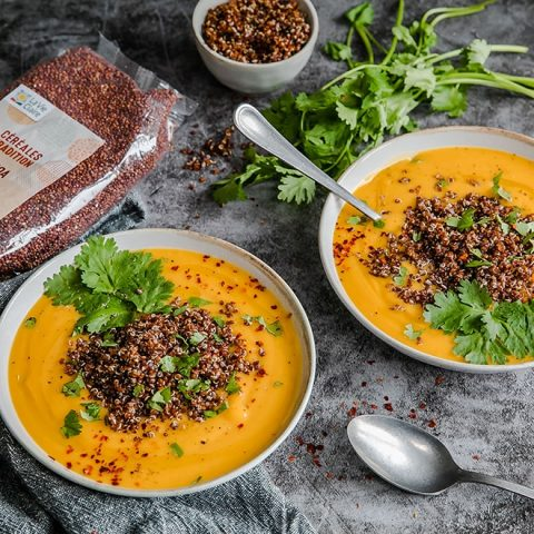 Soupe au potiron, cacahuètes et quinoa
